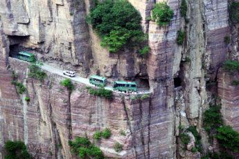 10 самых необычных дорог мира
