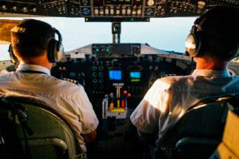 Зачем пилотов самолетов кормят по-разному
