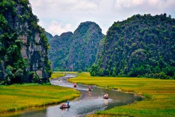 Горы и рисовые поля Там Кок