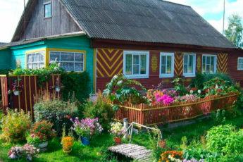 Не только для красоты: зачем русским перед домом нужен палисадник